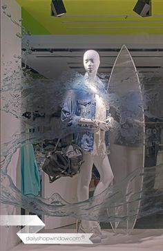 dailyshopwindow-shopping-creative-creative-windows-shopping-store-shop-windows-Bershka