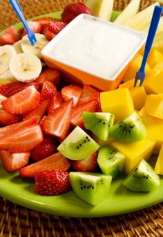 Yogurt fruit dip recipes are healthy and delicious. They are also very versatile and can serve as an appetizer or a dessert. This recipe for. Summer Snack Recipes, Summer Snacks, Dip Recipes, Fruit Recipes, Appetizer Recipes, Appetizers, Cooking Recipes, Fruit Dips, Cooking Tips