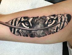 tiger tattoo, arm, armtattoo, feder, tigeraugen, augen