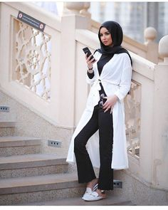 """9 Likes, 1 Comments - Hijabii Outfits (@hijab__lifestyle) on Instagram: """"💌-Black & White always looks modern, whatever the word means -💌 #hijabi_diamond #Hijab"""""""