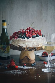 Berry Pavlova | Time for Dessert