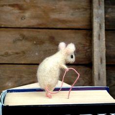Felt miniature mouse bookmark White woolen mouse Animal miniature Waldorf Funny gift idea Comical idea Book lovers Sweet figurine bookmark