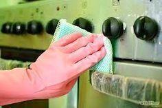 Para tirar aquelas gorduras em que você tenta de tudo e não sai. As pessoas usam detergentes , águas sanitárias, água fervendo até soda....