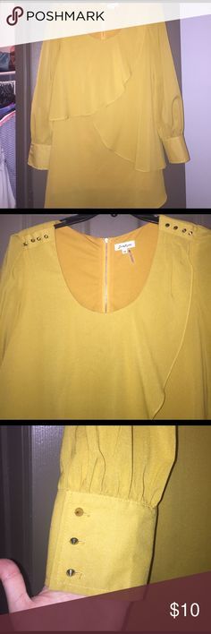 Long sleeve dress! This dress is a mustard color. It has cute ruffles across the front. The sleeves are slightly flowy up until the cuffs at the bottom. Only worn a hand full of times!! Boutique brand: love Richie. Dresses