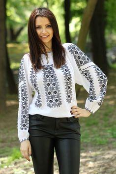 Ie Românească Aura - Chic Roumaine Folk Fashion, Ethnic Fashion, Womens Fashion, Embroidery On Kurtis, Folk Embroidery, Dress Over Jeans, Diy Clothes, Clothes For Women, Ethno Style