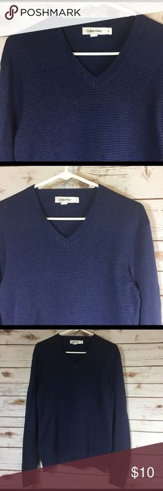 🚹size M Calvin Klein ribbed sweater V-neck sweater with ribbing.  🌀buy 2 men's shirts for $15‼️ Calvin Klein Sweaters V-Neck
