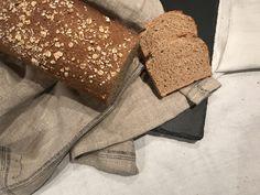 Vollkornbrot aus Dinkel und Weizen – Backen mit Christina … Cool Toys, Food, Gudrun, Breads, Oatmeal, Salt, Bread Baking, Play Dough, Food Recipes