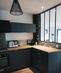 Black and wood kitchen with glass roof Kitchen Interior, New Kitchen, Urban Kitchen, Glass Kitchen, Küchen Design, House Design, Mexican Kitchen Decor, Interior Decorating, Interior Design