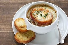 Oven-Baked Onion Soup: In this weather, who wouldn't want a big bowl of tasty soup? Onion soup to be specific. Crockpot French Onion Soup, Onion Soup Recipes, Crockpot Recipes, Cooking Recipes, Oven Baked, Soups And Stews, Favorite Recipes, Stuffed Peppers, Breakfast