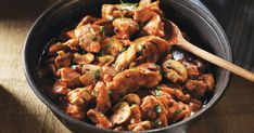 Cuisinez à l'italienne avec cette recette poulet cacciatore express! Chaque portion de ce plat est une bonne source de vitamine C et de fer.