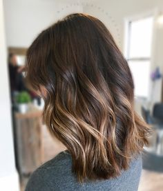 Brown balayage // painted hair // brown hair with highlights // painted hair // sombre // balayage