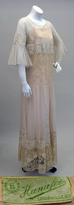 early Net Lace and Applique Dress over the original slip by Hanafee Roaring 20s Fashion, Fashion 1920s, Art Deco Fashion, Vintage Fashion, Vintage Clothing, Vintage Outfits, Tea Gown, Cloche Hats, Grand Designs