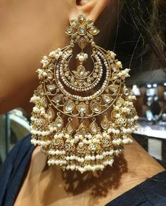 Jewelry OFF! Oversized Earrings for Brides Inspired By Bollywood Celebrities: Royal Regal These Are Antique Jewellery Designs, Fancy Jewellery, Indian Jewellery Design, Stylish Jewelry, Fine Jewelry, Bridal Jewellery, Fashion Jewellery, Gold Jewelry, Indian Jewelry Earrings