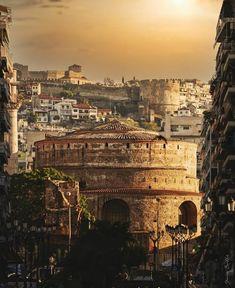 """240 """"Μου αρέσει!"""", 9 σχόλια - Thanasis (@hellenic.infos) στο Instagram: """"Thessaloniki by @giannis_bouklis The main landmarks you see here are the Rotunda (a roman…"""" Paris Skyline, Thessaloniki, Roman, Travel, Instagram, Viajes, Destinations, Traveling, Trips"""