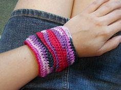Free Crochet Wavy Bracelet Pattern