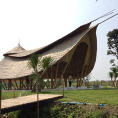 Zabb E Lee Cooking School Bamboo Architecture Detail Architecture, Timber Architecture, Tropical Architecture, Vernacular Architecture, Amazing Architecture, Bamboo Roof, Bamboo House Design, Bamboo Building, Bamboo Structure
