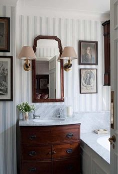 New dark wood bathroom vanity tubs Ideas Dark Wood Bathroom, Diy Bathroom, Bathroom Flooring, Bathroom Furniture, Bathroom Marble, Bathroom Ideas, Bathroom Sinks, Master Bathroom, Bathroom Lighting