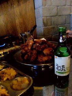 바삭하고 매콤한 옛날식 통닭에 처음처럼 한잔~~^^ 맛있는 음식과 함께 즐거운 하루 입니다^^