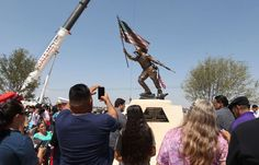 A memorial for slain Navy Seal and American Sniper author Chris Kyle has been unveiled in the West Texas city where he was born in 1974.