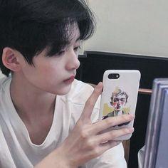 내 핸드폰 케이스 세상에서 제일 예뻐 Ulzzang Tomboy, Ulzzang Hair, Korean Boys Ulzzang, Cute Korean Boys, Ulzzang Fashion, Korean Men, Asian Boys, Cute Anime Guys, Cute Guys