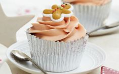Gingerbread cupcakes are a lovely cross between a classic gingerbread cake and gingerbread biscuits - taking the best from both! This lovely recipe for these pretty gingerbread cupcakes calls for a soft and sweet buttercream as well as mini gingerbread men decorations to give them a really fun finish so they're sure to be popular with kids and adults alike. With the warming flavours of ginger, cinnamon and allspice these will fill your house with the delicious smell of gingerbread cupcakes…