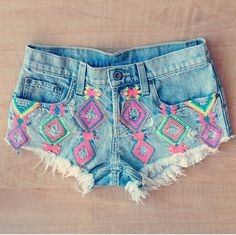 Cute Mosaic Crochet Denim Cut-off Shorts Diy Fashion, Ideias Fashion, Fashion Outfits, Womens Fashion, Fashion Shorts, Diy Shorts, Cute Shorts, Tribal Shorts, Neon Shorts