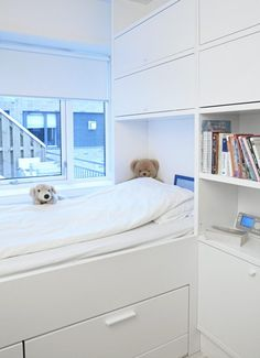 family living family living gill architects inside home page inside home page klikk living agency deco. Box Bedroom, Home Decor Bedroom, Kids Bedroom, Bedroom Furniture, Small Rooms, Small Spaces, Small Apartments, Shelf Above Bed, Built In Bunks