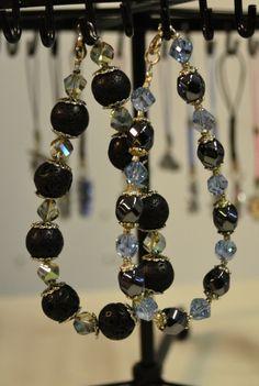 Upeat ja huomiota herättävät rannekorut! Koruissa käytetty laavakiveä, kristallia ja lasihelmiä