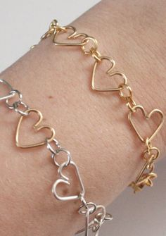 DIY Wire Jewelry. I think I could make this
