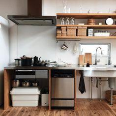 media-4 Apartment Kitchen, Kitchen Interior, Minimal Kitchen Design, Kitchen Dining, Kitchen Decor, Unfitted Kitchen, Decorating Small Spaces, Simple House, Home Kitchens