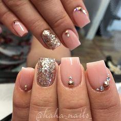 Simple nude and rose gold ✨ acrylic from @youngnailsinc and glitter from @glitter_heaven_australia #shortnails #hahanails #nudeandgold #swarovskicrystals #naildesigns #uglyducklingnails #nailporn #nailfashion #nailart #nails #hairandnailfashion #nilpro #cleancuticles #mani #happynewyear #nudenails