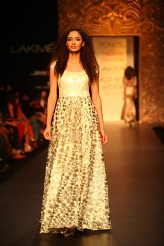 """Lakmé Fashion Week Winter/Festive 2013 ended with Pond's gold radiance™ presenting the """"Wear Nothing But Gold"""" collection by VikramPhadnis"""