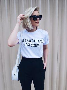 t-shirt branca + calça preta. #minimalismo