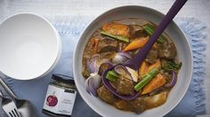 Slow Cooker Beef Stew This is currently in my slow cooker! Epicure Recipes, Ww Recipes, Clean Recipes, Fish Recipes, Recipes Dinner, Slow Cooker Beef, Slow Cooker Recipes, Crockpot Meals, Freezer Meals
