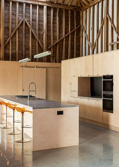 London architect David Nossiter oversaw the adaptive reuse of Church Hill Barn