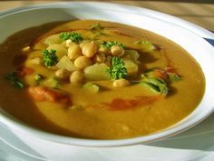V kuchyni vždy otevřeno ...: Cizrnová polévka s bramborem s chutí Orientu