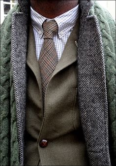 Ah A nice tie and jacket. Dapper Gentleman, Gentleman Style, Sharp Dressed Man, Well Dressed Men, Outfit, Tweed Overcoat, Men Looks, Style Inspiration, Stylish Men