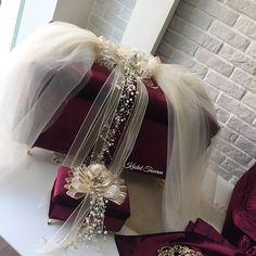 info@kristaltasarim.net   332 322 00 69 Whatsapp (09.30-11.30 & 14.30-17.30) 531 338 53 50 Çalışma Saatleri (Pazar Hariç) 09.30-17.30 Wedding Gift Baskets, Diy Gift Baskets, Wedding Gift Boxes, Wedding Plates, Wedding Cups, Indian Wedding Gifts, Trousseau Packing, Marriage Gifts, Bridal Gifts