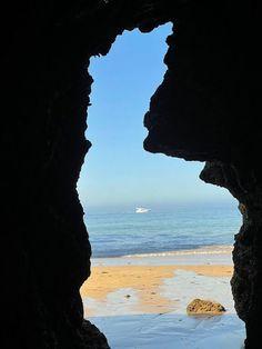 Olhares de Férias - As Rochas da Praia da Rocha VIAJAR é alargar os nossos horizontes - Vamos de Férias Beach, Places, Water, Blog, Outdoor, Beach Rocks, National Parks, Viajes, Traveling