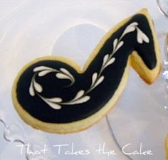 I recently made 150 musical note cookies for an after recital reception. I didn't want to make just plain black musical notes and after. Cookie Icing, Royal Icing Cookies, Sugar Cookies, Vanilla Cookies, Cake Cookies, Music Themed Cakes, Music Themed Parties, Music Party, Music Note Cake