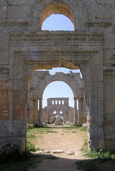 Saint Simon, Syria pilgrimage church - photo by Seier+Seier Ancient Ruins, Ancient Rome, Ancient History, Ancient Architecture, Beautiful Architecture, Naher Osten, Monuments, Foto Gif, Archaeological Site
