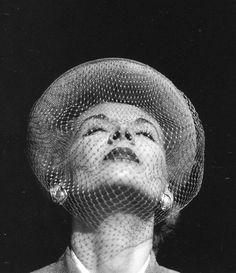 Frances McLaughlin-Gill, Lisa Fonssagrives, Vogue, January 1951