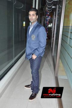 Karan Johar Celebrates Teachers Day With 92.7 BIG FM. More pictures at http://www.nowrunning.com/event/bollywood/karan-johar-and-the-star-cast-of-student-of-the-year-celebrate-teachers-day-with-92-7-big-fm/56228/gallery.htm