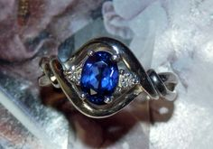 Gorgeous 1.30 ct. NATURAL SAPPHIRE with Diamond Accents VINTAGE Ring, size 7 - 925 Sterling Silver - Collectible