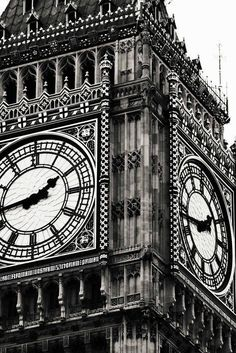 Big Ben is my favorite London sight. This comes from my Etsy shop: Around in 80 Frames This would be so nice in a frame in a bedroom Black And White Photo Wall, Black And White City, Black And White Aesthetic, Black And White Pictures, Black And White Photography, Monuments, Picture Wall, Aesthetic Wallpapers, Big Ben