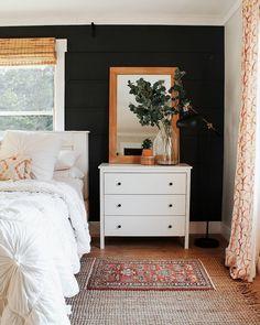 awesome minimalist bedroom design ideas 27 ~ Home Design Ideas Contemporary Living, Dark Accent Walls, Dark Walls, Dark Bedroom Walls, Dark Master Bedroom, Master Bedrooms, Warm Bedroom, Bedroom Wall Lights, Light Walls