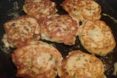 INGREDIENTS : 6 slices bacon 4 cups cold leftover mashed potatoes 2 eggs 2-3 cloves garlic, grated or finely chopped 6-8 green onions, fine...