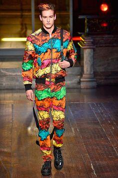 Moschino  Fall Winter 2016 Otoño Invierno #Menswear #Trendes #Tendencias #Moda Hombre - F.Y!