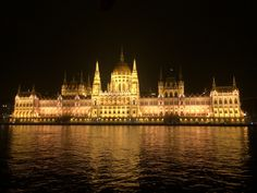 weekend guide to Budapest night time