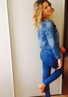 A tutto denim, a tutto gas! Outfit primaverile nelle sfumature del denim, una tuta super aderente e una giacca e sono pronta per nuove avventure. Tutte le foto dell'outfit sul blog http://wp.me/p7iAW9-3rt #fashionblogger #thesprintsisters #ootd